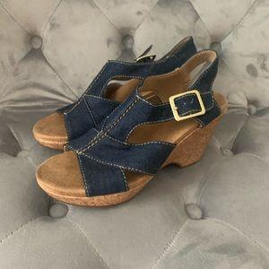 Clark's Women's Denim Blue Wedge Sandals 5 M